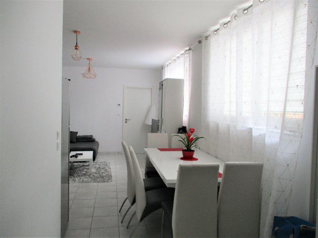 Appartement à louer 2 52.65m2 à Hayange vignette-2