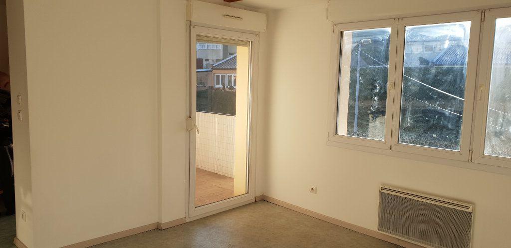 Appartement à louer 1 33m2 à Knutange vignette-1