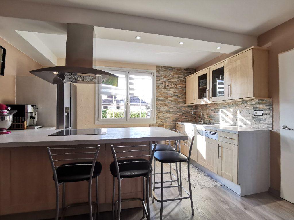 Maison à vendre 6 132m2 à Tressange vignette-4
