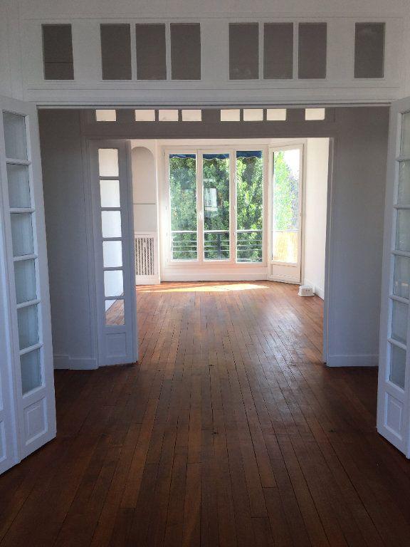 Appartement à louer 4 65.02m2 à Vanves vignette-3