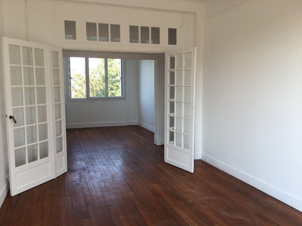 Appartement à louer 4 65.02m2 à Vanves vignette-4