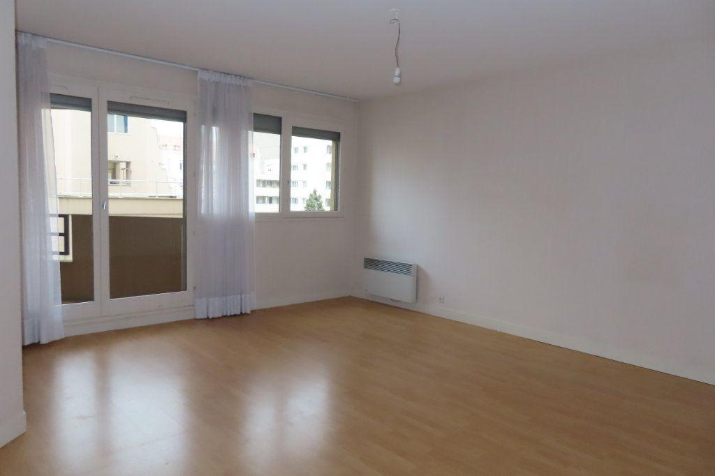 Appartement à louer 3 72.21m2 à Vanves vignette-1