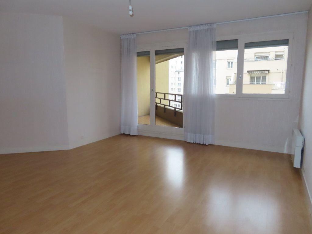 Appartement à louer 3 72.21m2 à Vanves vignette-2