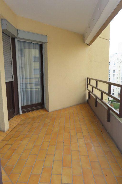 Appartement à louer 3 72.21m2 à Vanves vignette-3