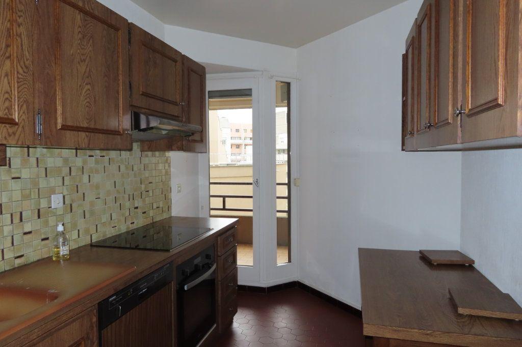 Appartement à louer 3 72.21m2 à Vanves vignette-4
