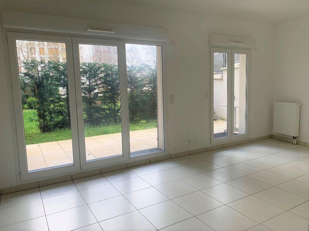 Appartement à louer 1 31.39m2 à Châtillon vignette-1