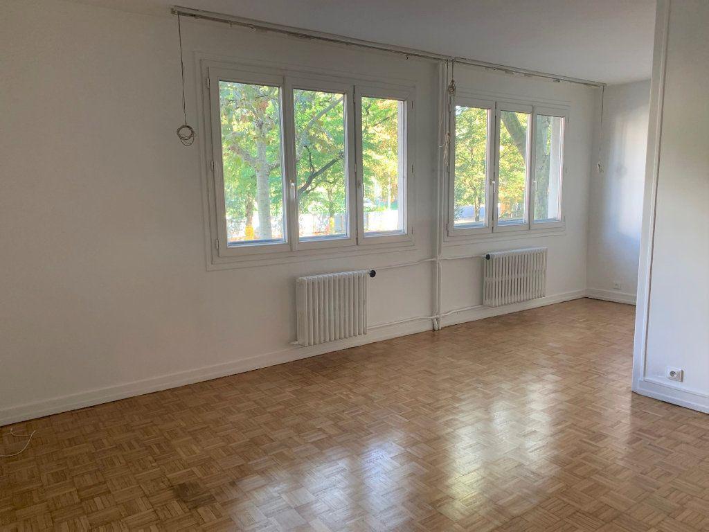 Appartement à louer 3 62.2m2 à Vanves vignette-1