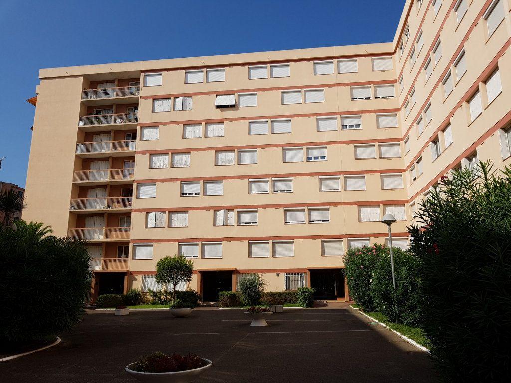 Appartement à vendre 4 90m2 à Perpignan vignette-1