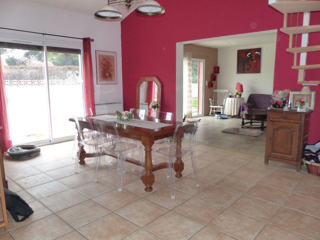 Maison à vendre 5 169m2 à Villeneuve-de-la-Raho vignette-6