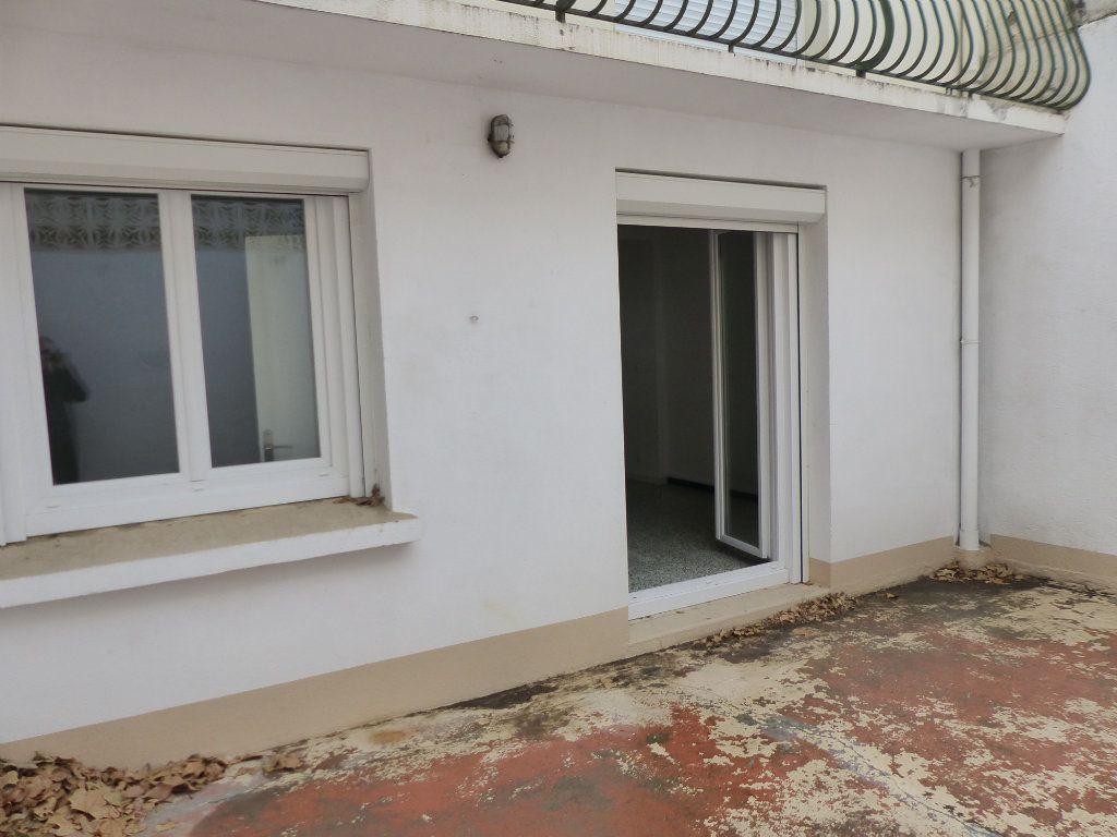 Appartement à louer 2 33.83m2 à Perpignan vignette-4
