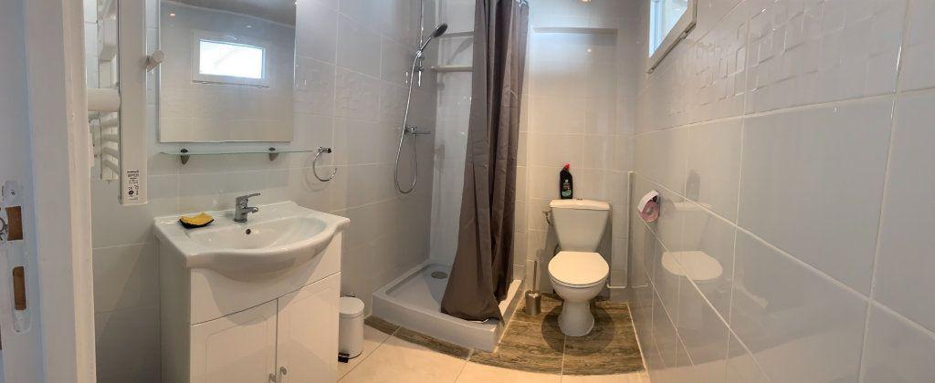 Appartement à louer 1 25m2 à Canet-en-Roussillon vignette-3
