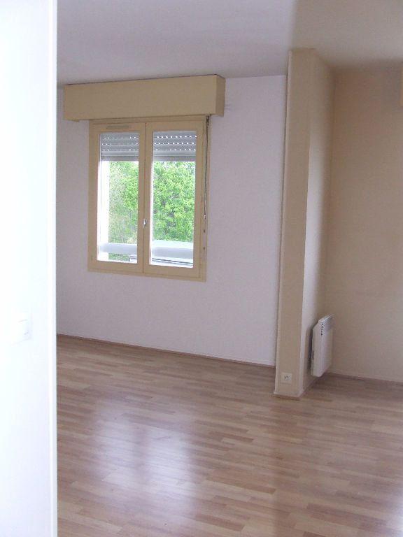 Appartement à louer 1 25m2 à Noisiel vignette-4