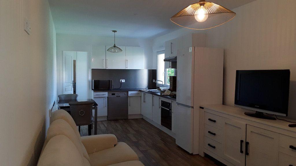 Appartement à louer 3 58m2 à Croissy-Beaubourg vignette-1