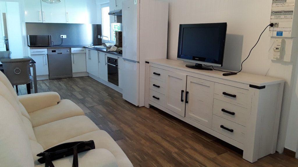 Appartement à louer 3 58m2 à Croissy-Beaubourg vignette-2