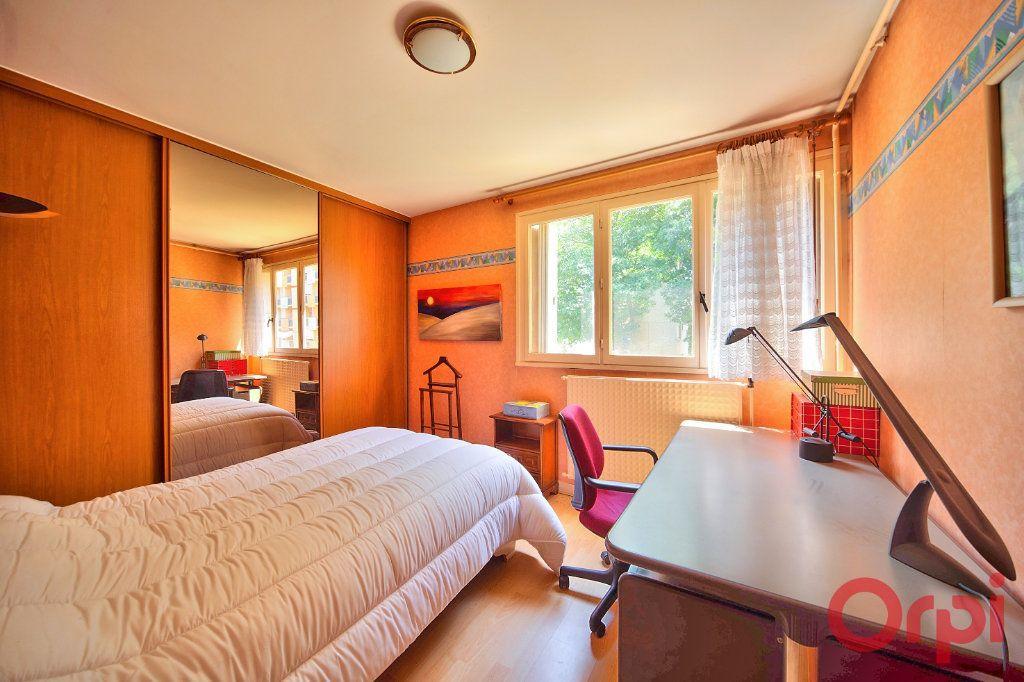 Appartement à vendre 3 62.66m2 à Mâcon vignette-2