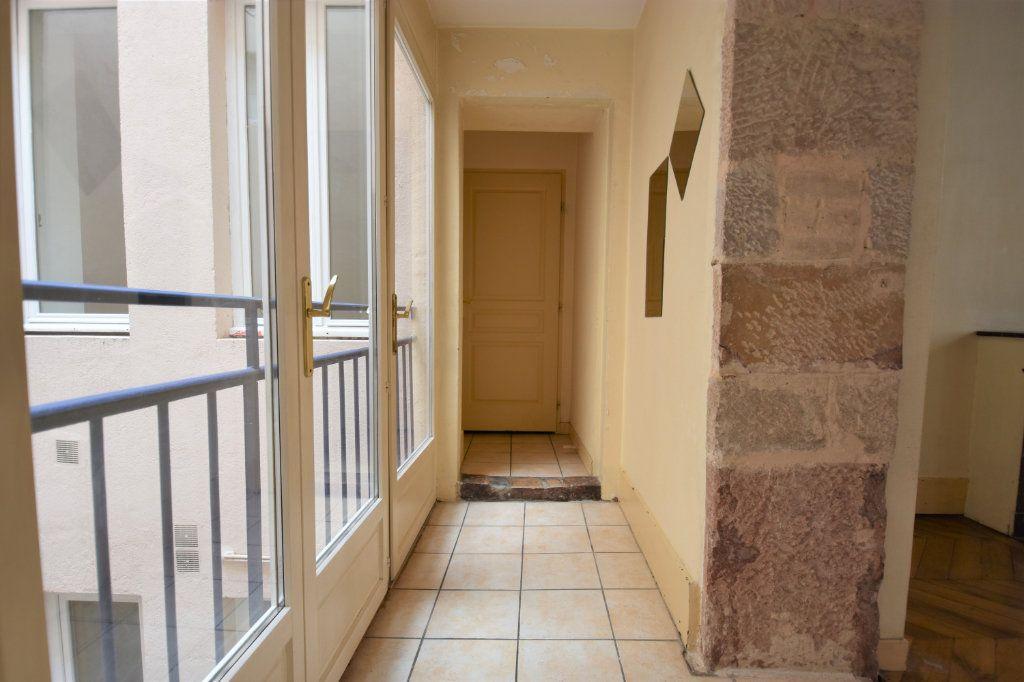 Appartement à louer 3 63.5m2 à Mâcon vignette-2