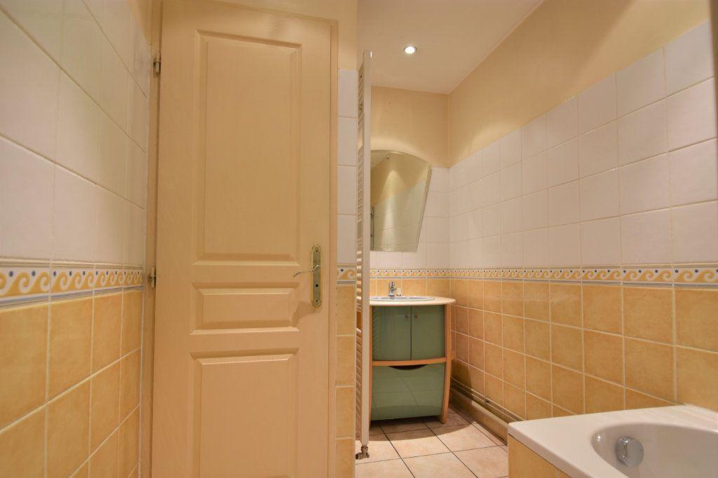 Appartement à louer 3 63.5m2 à Mâcon vignette-7