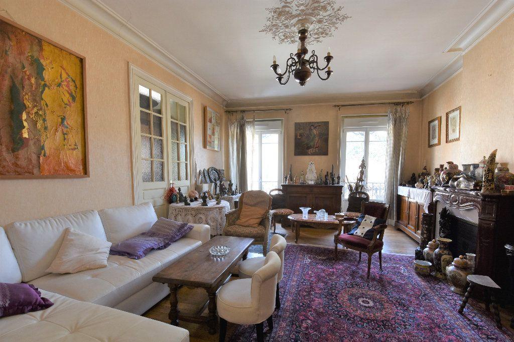 Appartement à vendre 6 161.49m2 à Mâcon vignette-1