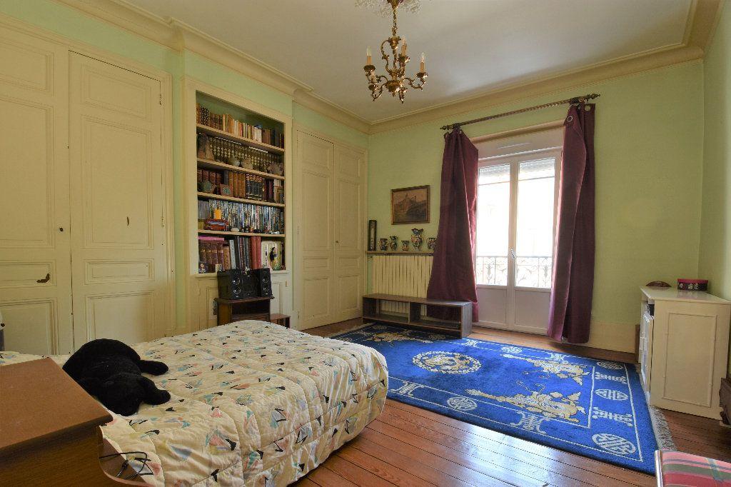 Appartement à vendre 6 161.49m2 à Mâcon vignette-5