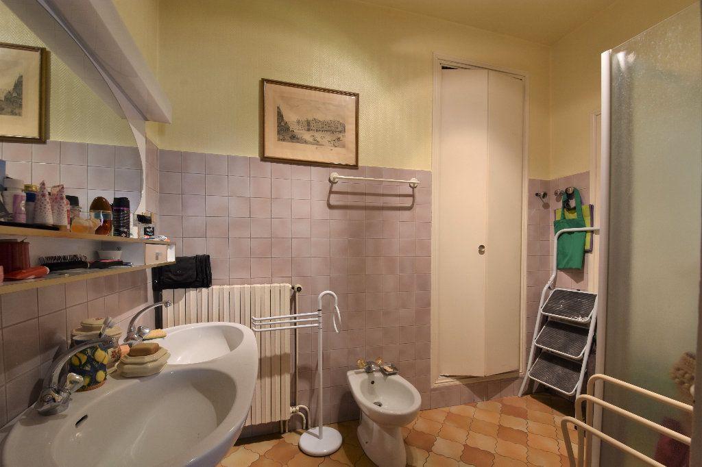Appartement à vendre 6 161.49m2 à Mâcon vignette-8
