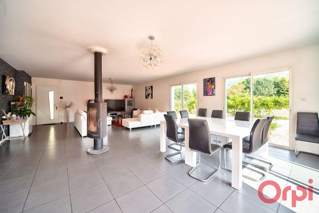 Maison à vendre 8 405m2 à La Roche-Vineuse vignette-1