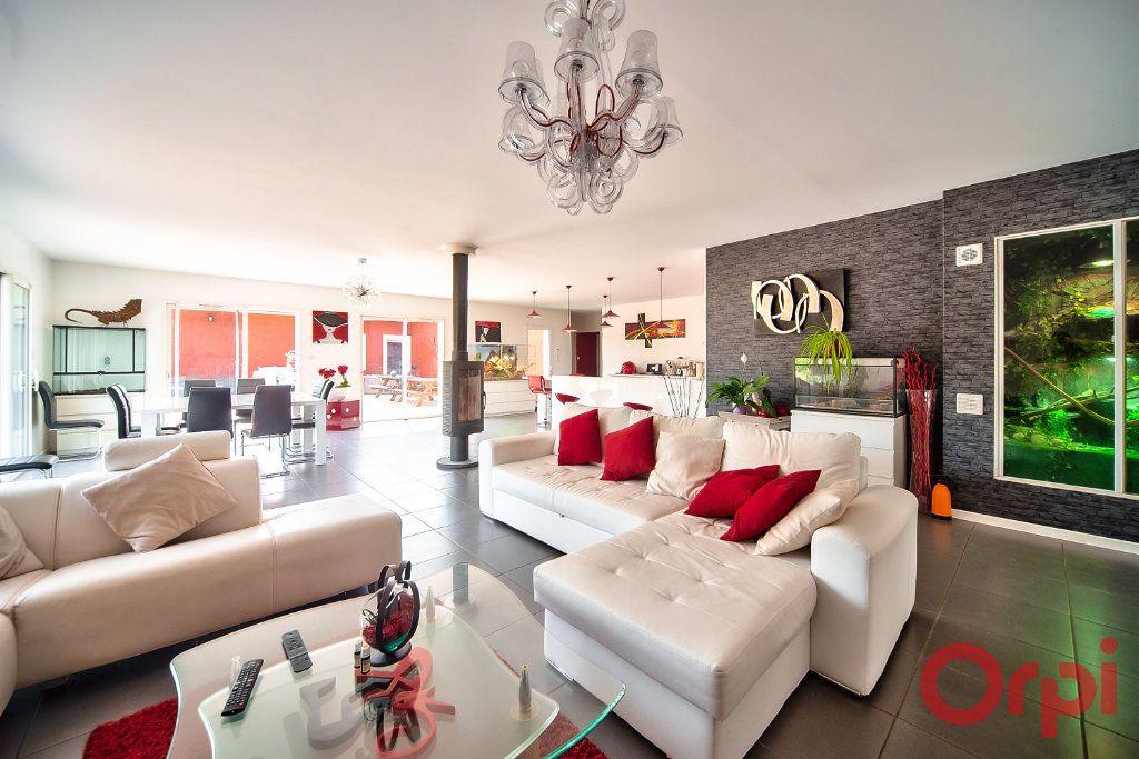 Maison à vendre 8 405m2 à La Roche-Vineuse vignette-2