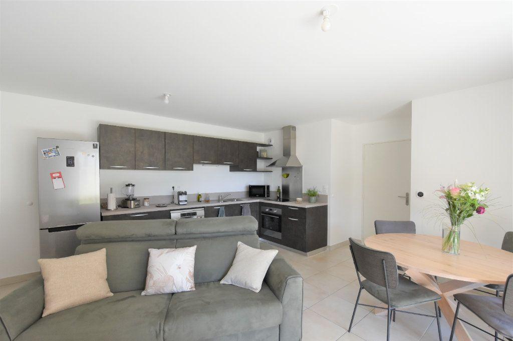 Appartement à louer 3 67.71m2 à Charnay-lès-Mâcon vignette-1