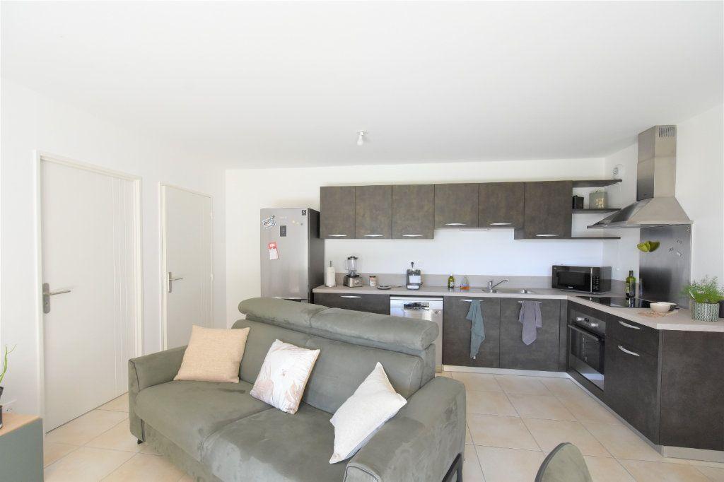 Appartement à louer 3 67.71m2 à Charnay-lès-Mâcon vignette-2