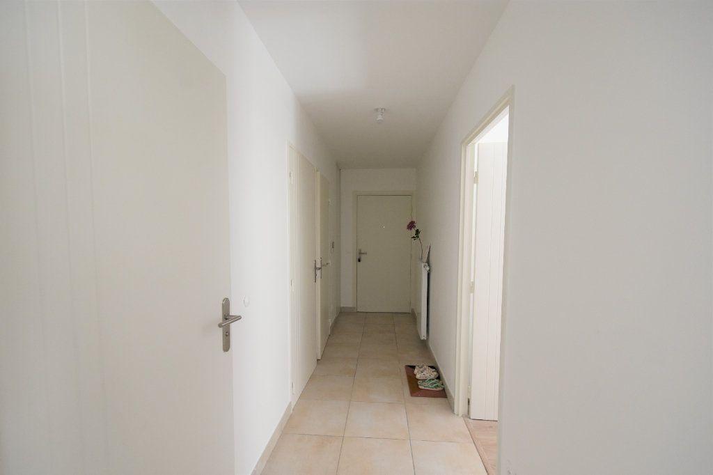 Appartement à louer 3 67.71m2 à Charnay-lès-Mâcon vignette-8