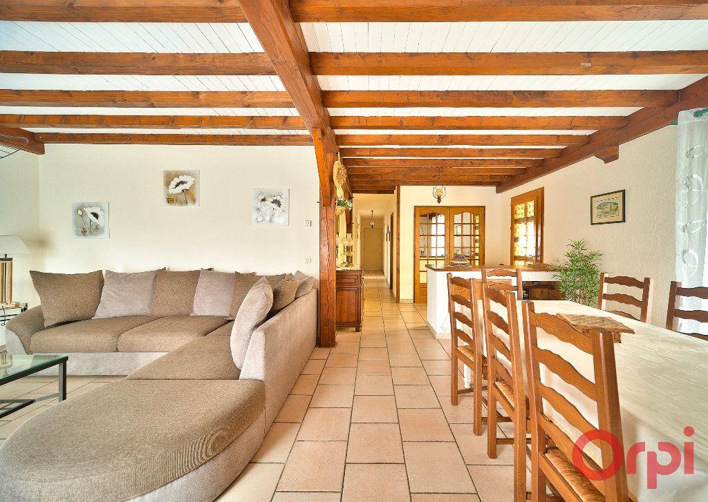 Maison à vendre 4 107m2 à Saint-Martin-Belle-Roche vignette-4