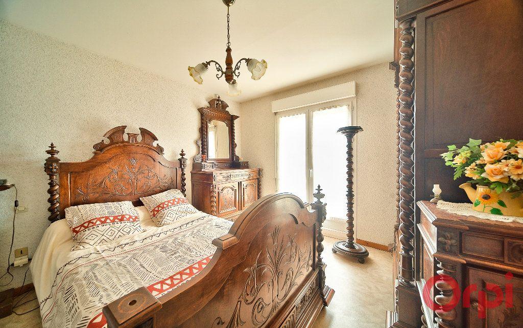 Maison à vendre 4 107m2 à Saint-Martin-Belle-Roche vignette-7