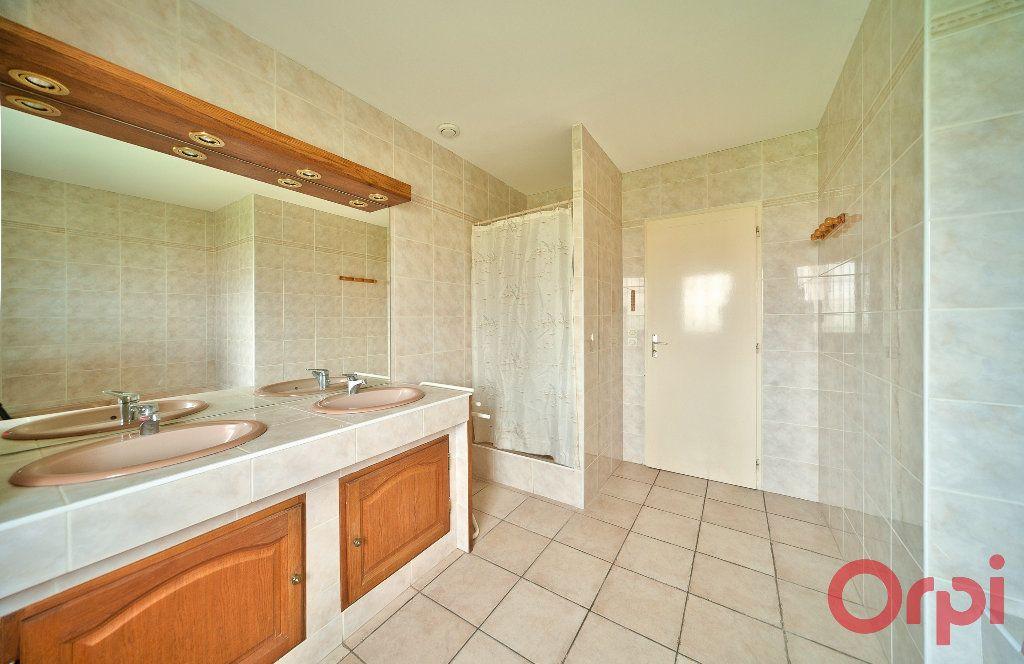 Maison à vendre 4 107m2 à Saint-Martin-Belle-Roche vignette-9