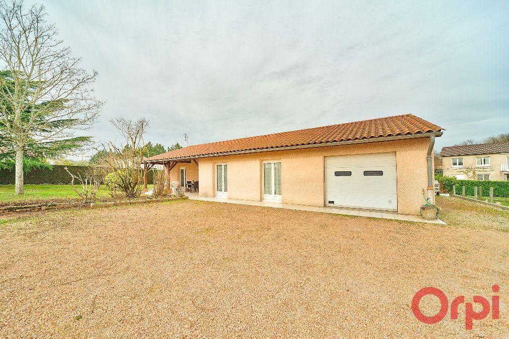 Maison à vendre 4 107m2 à Saint-Martin-Belle-Roche vignette-11