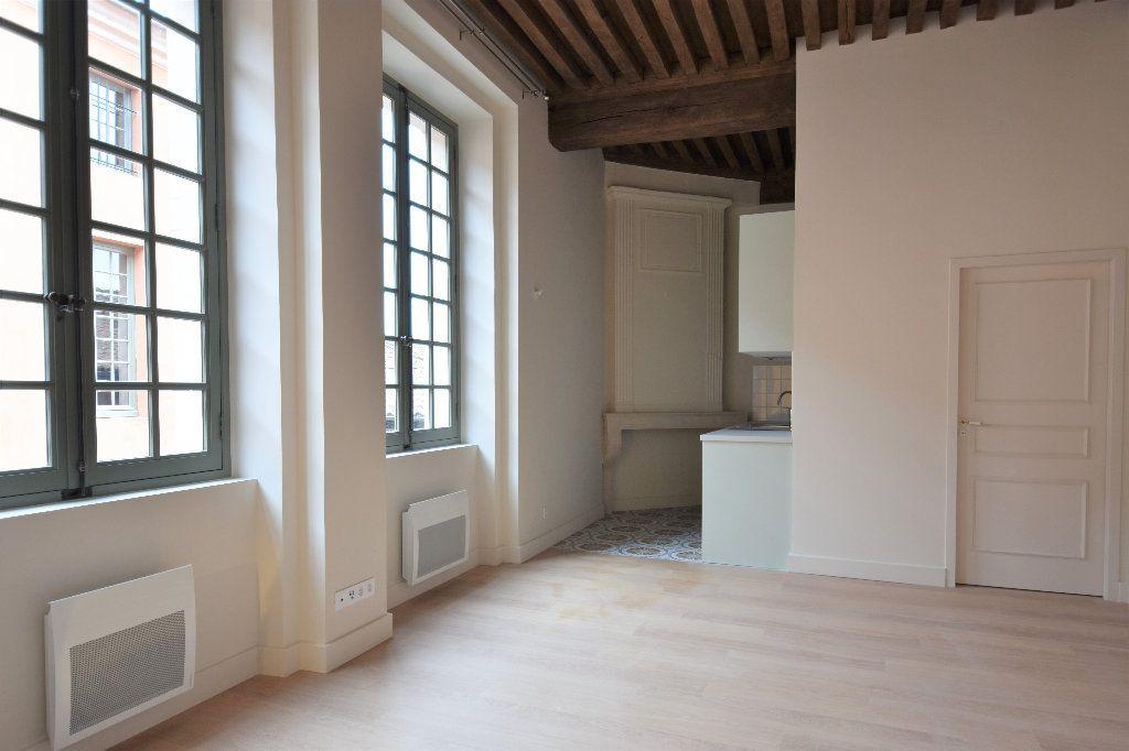Appartement à louer 1 35m2 à Mâcon vignette-1