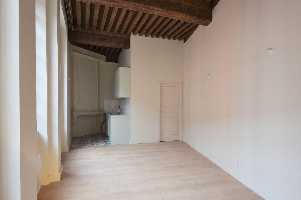 Appartement à louer 1 35m2 à Mâcon vignette-2