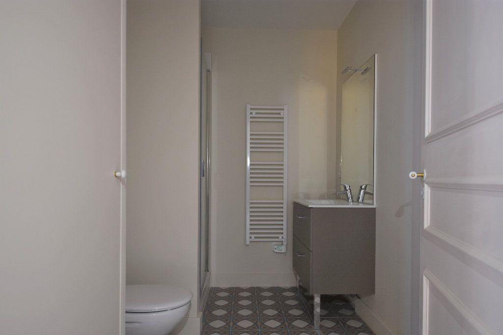 Appartement à louer 1 35m2 à Mâcon vignette-4