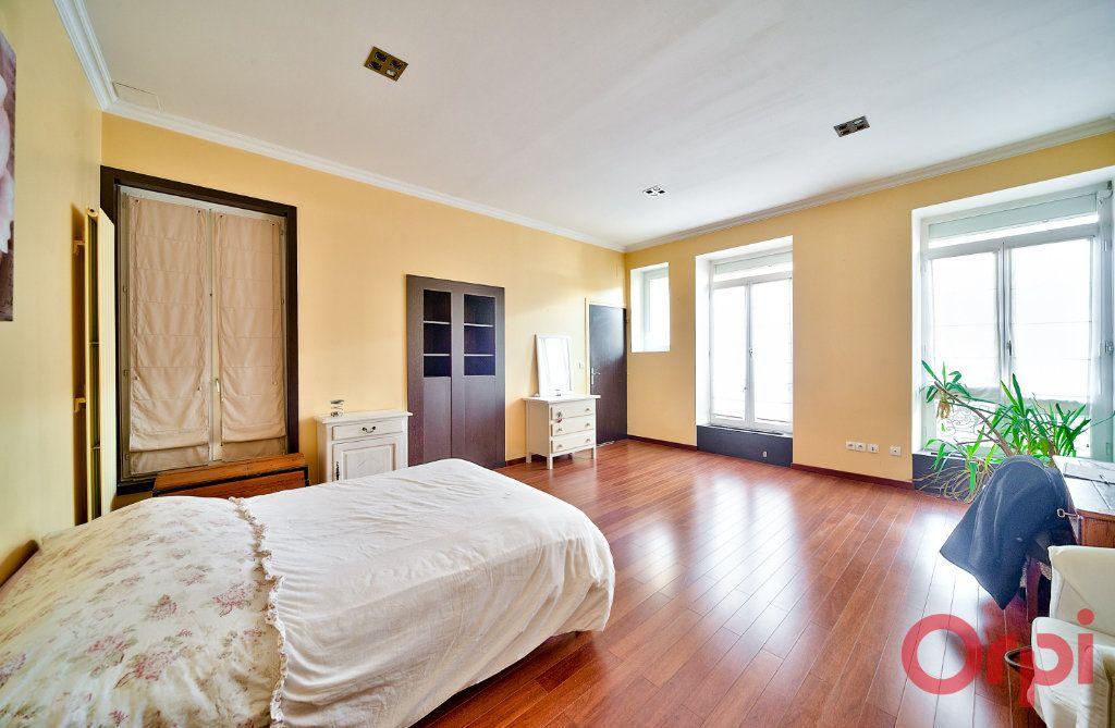 Appartement à vendre 4 136m2 à Mâcon vignette-5