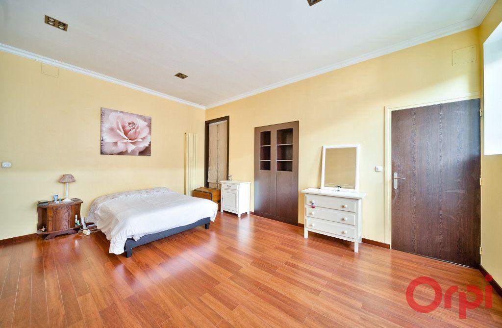 Appartement à vendre 4 136m2 à Mâcon vignette-7