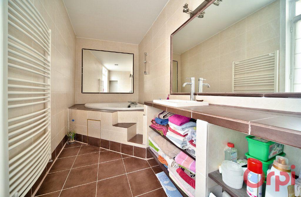 Appartement à vendre 4 136m2 à Mâcon vignette-8