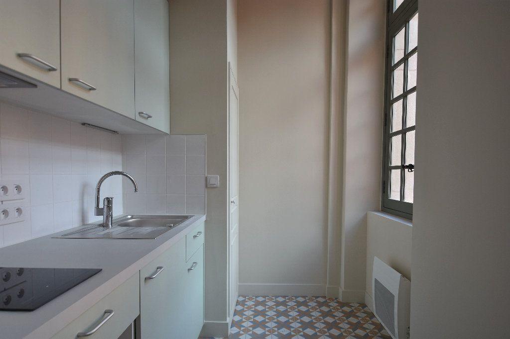 Appartement à louer 1 27.69m2 à Mâcon vignette-3