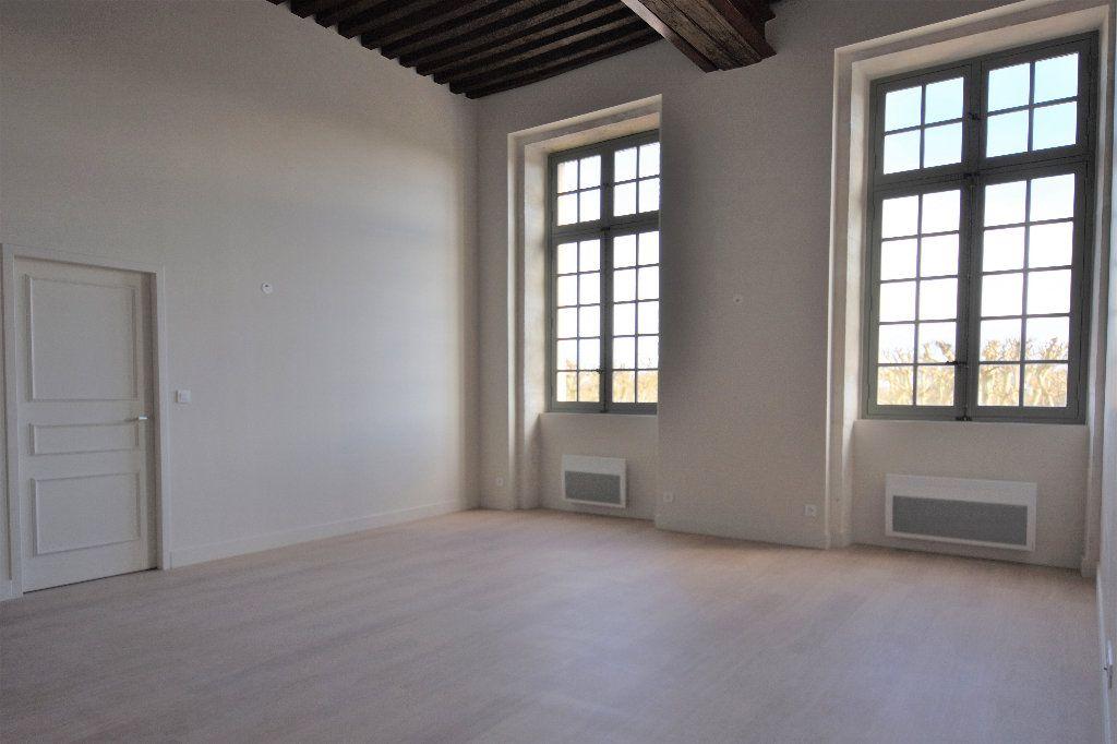 Appartement à louer 3 83.01m2 à Mâcon vignette-2
