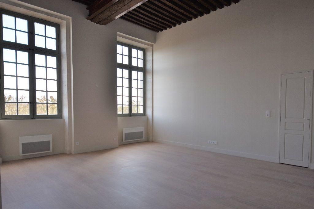 Appartement à louer 3 83.01m2 à Mâcon vignette-3