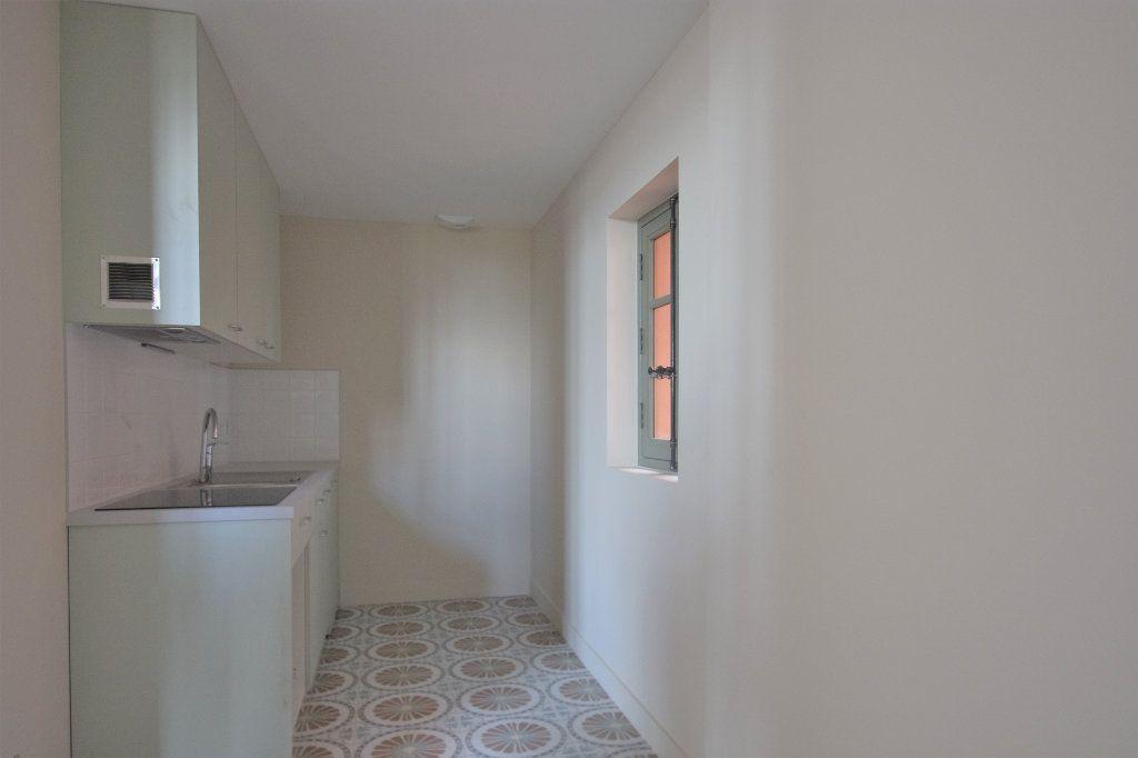 Appartement à louer 3 83.01m2 à Mâcon vignette-4