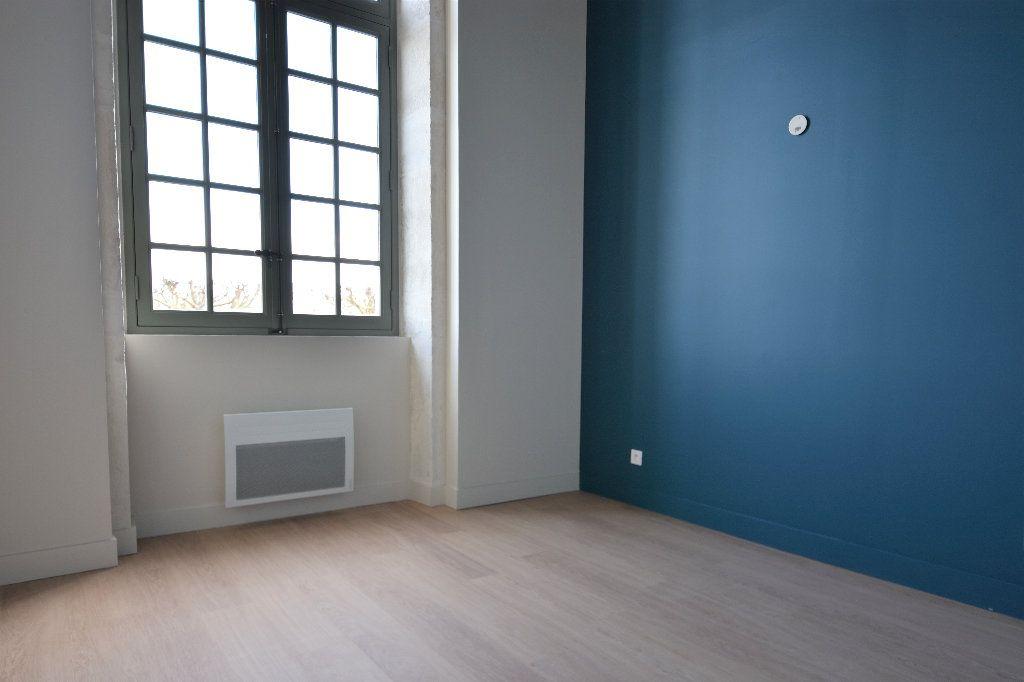 Appartement à louer 3 83.01m2 à Mâcon vignette-5