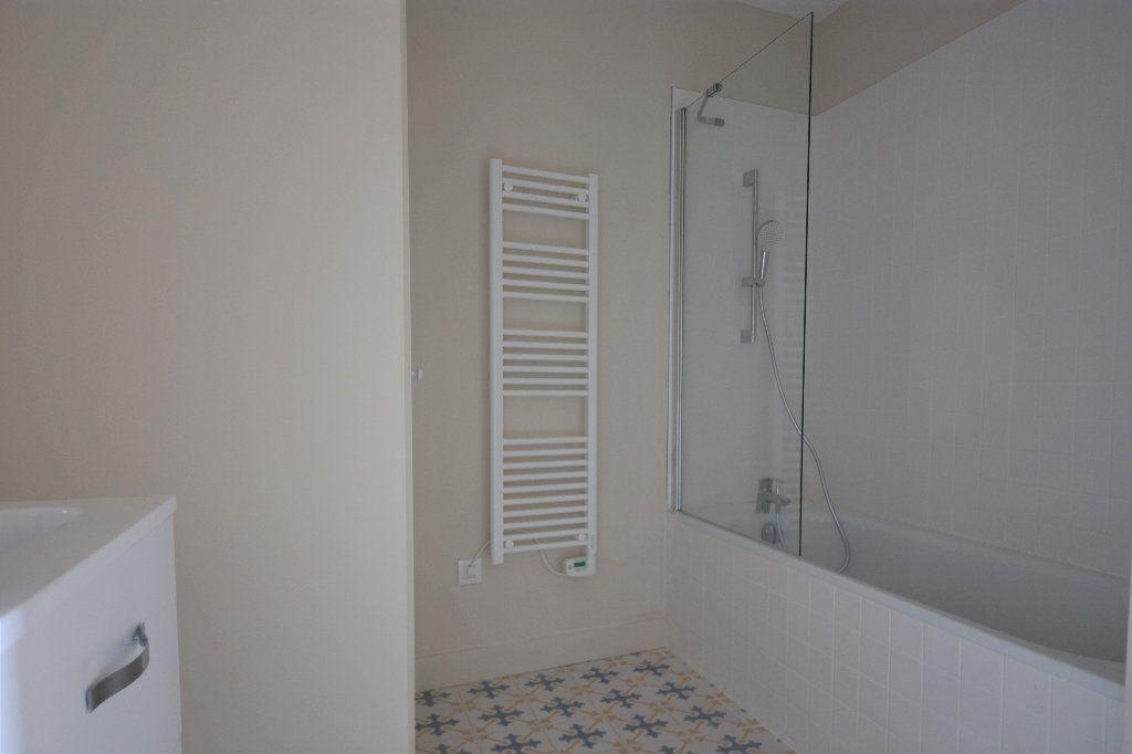Appartement à louer 3 83.01m2 à Mâcon vignette-6