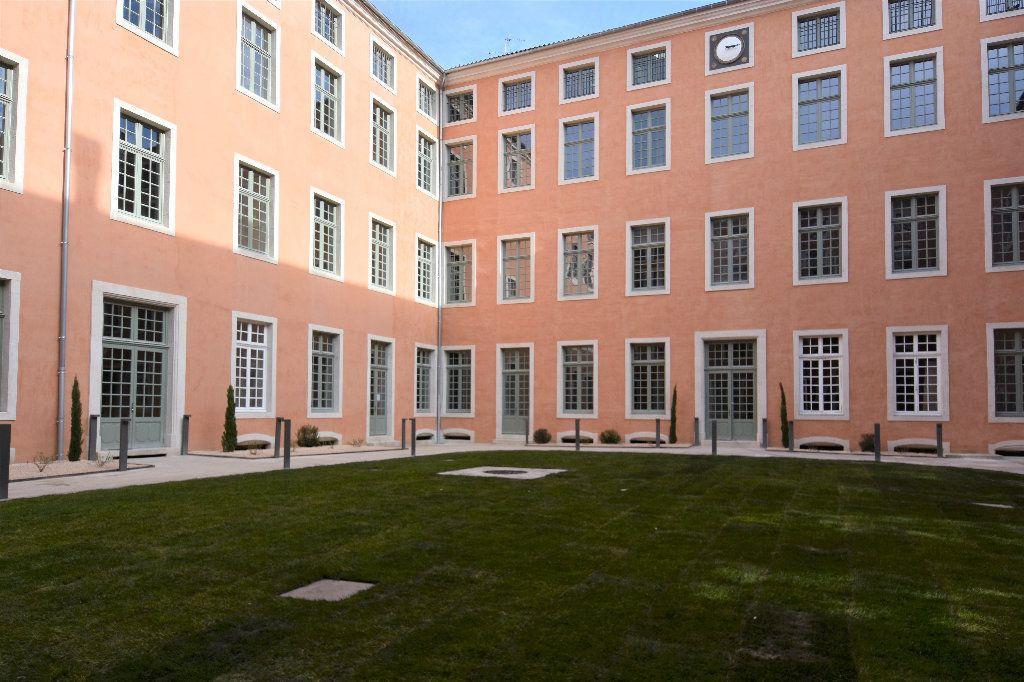 Appartement à louer 3 77.15m2 à Mâcon vignette-1