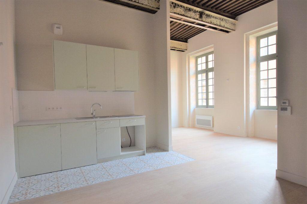 Appartement à louer 3 77.15m2 à Mâcon vignette-2
