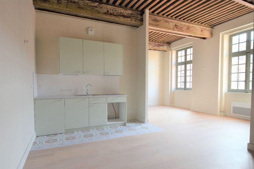 Appartement à louer 3 76.67m2 à Mâcon vignette-1