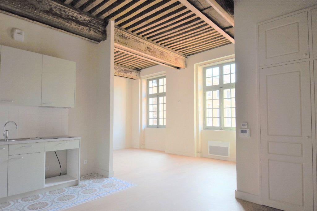 Appartement à louer 3 76.67m2 à Mâcon vignette-2
