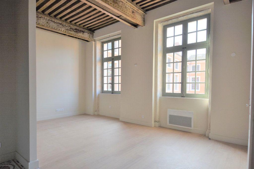 Appartement à louer 3 76.67m2 à Mâcon vignette-3